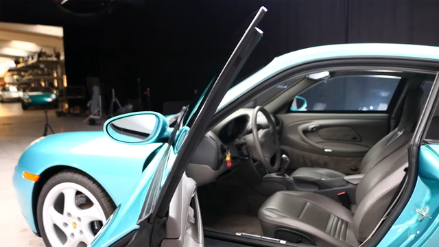 Đây là chiếc Porsche 911 duy nhất trên toàn cầu được bọc thép chính hãng - Ảnh 3.