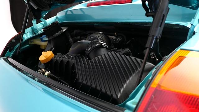 Đây là chiếc Porsche 911 duy nhất trên toàn cầu được bọc thép chính hãng - Ảnh 2.