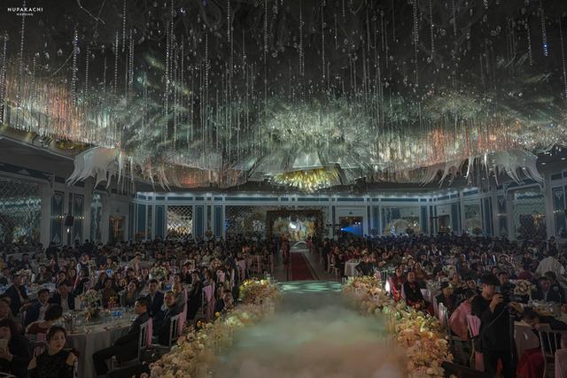 """Đám cưới """"cổ tích"""" tại Bắc Ninh: Bố tự tay thiết kế hôn lễ cho con gái, chi phí hơn 30 tỷ, gần 300 xế hộp xếp chật kín đường - Ảnh 6."""