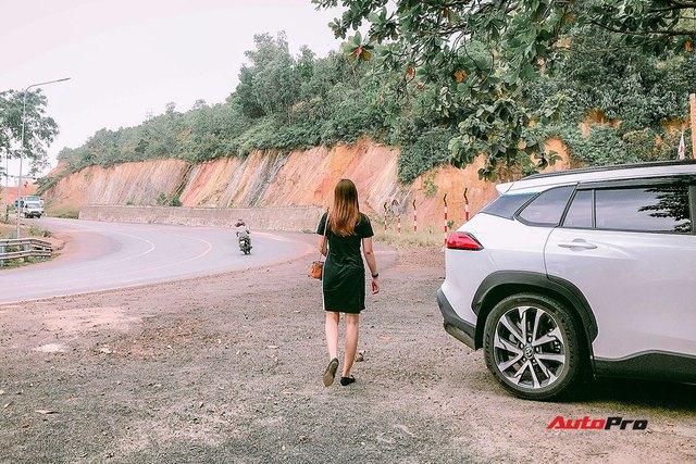 Bán Mercedes C 200 đổi Toyota Corolla Cross, nữ chủ xe 9x đánh giá sau 4.000 km xuyên Việt: Lái thì thua nhưng là vua công nghệ - Ảnh 8.