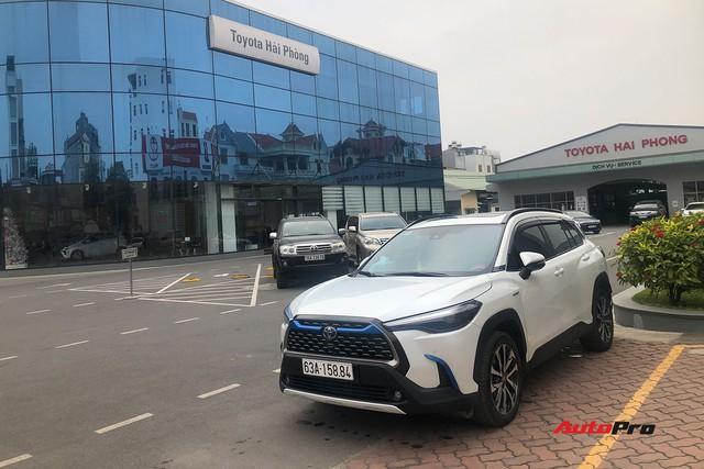 Bán Mercedes C 200 đổi Toyota Corolla Cross, nữ chủ xe 9x đánh giá sau 4.000 km xuyên Việt: Lái thì thua nhưng là vua công nghệ - Ảnh 3.