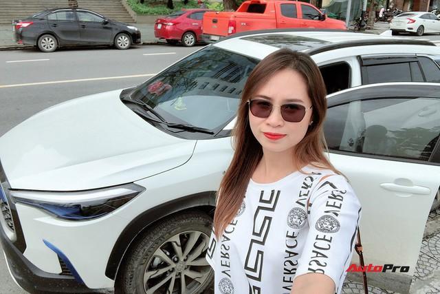Bán Mercedes C 200 đổi Toyota Corolla Cross, nữ chủ xe 9x đánh giá sau 4.000 km xuyên Việt: Lái thì thua nhưng là vua công nghệ - Ảnh 1.