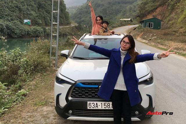 Bán Mercedes C 200 đổi Toyota Corolla Cross, nữ chủ xe 9x đánh giá sau 4.000 km xuyên Việt: Lái thì thua nhưng là vua công nghệ - Ảnh 4.