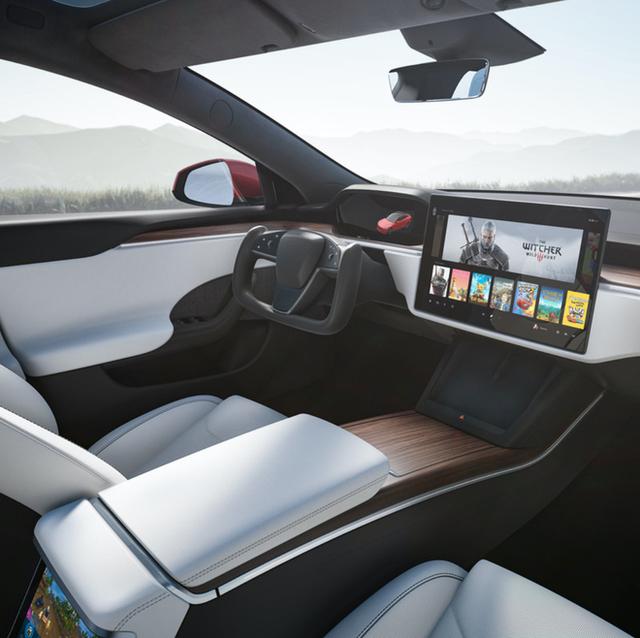 Tesla ra mắt phiên bản Model S mới: Là xe có khả năng tăng tốc nhanh nhất thế giới, nội thất của tương lai, có thể chơi được cả game The Witcher 3 - Ảnh 4.