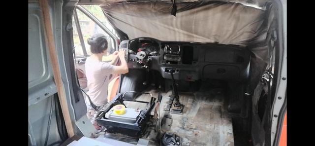 Chi 250 triệu đồng để biến xe cũ thành nhà, đôi vợ chồng trẻ thực hiện hành trình xuyên Việt trong không gian sống chỉ 6m2  - Ảnh 5.