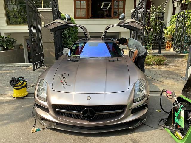 Siêu xe cánh chim Mercedes-AMG SLS lạ lẫm vừa về Việt Nam đổi màu chơi Tết nhưng bộ tem Sport mind gây tranh cãi - Ảnh 1.