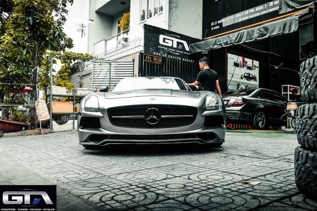 Siêu xe cánh chim Mercedes-AMG SLS lạ lẫm vừa về Việt Nam đổi màu chơi Tết nhưng bộ tem Sport mind gây tranh cãi - Ảnh 2.