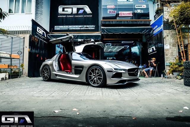 Siêu xe cánh chim Mercedes-AMG SLS lạ lẫm vừa về Việt Nam đổi màu chơi Tết nhưng bộ tem Sport mind gây tranh cãi - Ảnh 3.