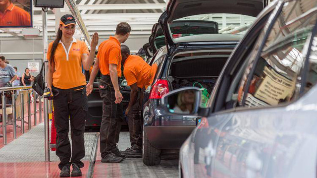 Bên trong Mr. Wash - Tổ hợp rửa xe lớn nhất thế giới, rửa 4.000 xe/ngày, dùng điện một ngày bằng người ta dùng cả năm