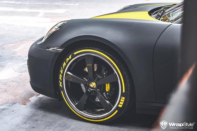 Cận cảnh Porsche 911 Carrera của con gái doanh nhân Phạm Trần Nhật Minh, sở hữu lớp decal cực nổi bật - Ảnh 2.