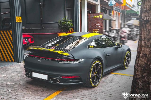 Cận cảnh Porsche 911 Carrera của con gái doanh nhân Phạm Trần Nhật Minh, sở hữu lớp decal cực nổi bật - Ảnh 3.