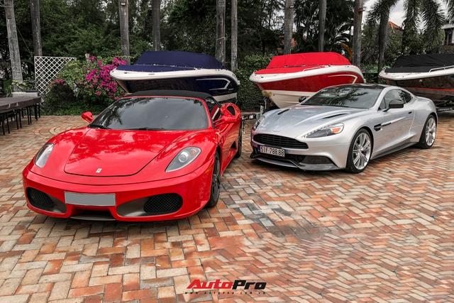 Dàn siêu xe khủng với nhiều đồ cổ của công ty bất động sản xuất hiện tại một sự kiện du thuyền nổi tiếng - Ảnh 7.