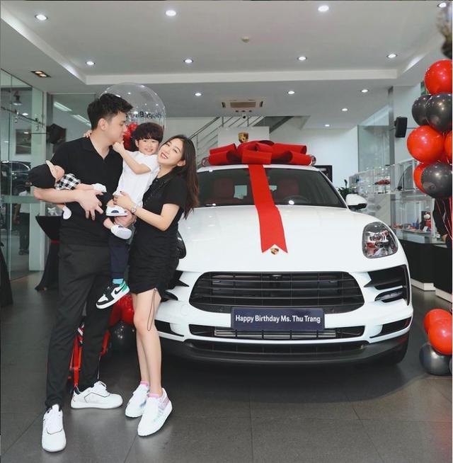 Soi dàn xe của bộ ba hot family Xoài - Cam - Đậu: Người chỉ dùng 1 xe vài trăm triệu, người tậu tới 2 chiếc Porsche chỉ trong 1 năm - Ảnh 1.