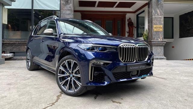 Review sơ sơ BMW X7 dành tặng vợ, Tyler Ngo chia sẻ: 'Lái như siêu xe, tuy cũ nhưng độc nhất vô nhị' - Ảnh 6.