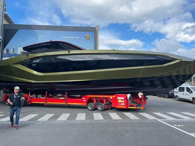 Sau thời gian dài chờ mòn mỏi, Conor McGregor sắp được nhận siêu du thuyền Lamborghini Tecnomar giá hơn 3,5 triệu USD - Ảnh 1.