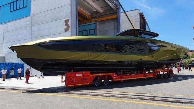 Sau thời gian dài chờ mòn mỏi, Conor McGregor sắp được nhận siêu du thuyền Lamborghini Tecnomar giá hơn 3,5 triệu USD