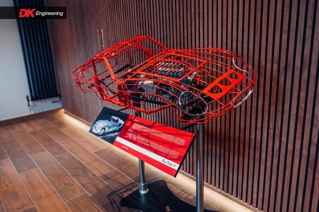 Thú chơi mô hình động cơ, khung xe Ferrari giá ngang xe Toyota, Ford phổ thông của giới nhà giàu - Ảnh 6.