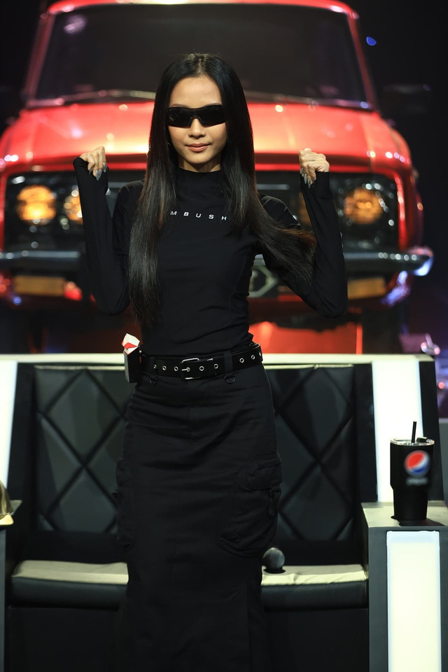 Soi dàn xe chống lưng giám khảo Rap Việt mùa 2: Toàn xe tiền tỷ đến từ Mỹ, có mẫu đắt như Mercedes-Benz S-Class - Ảnh 7.