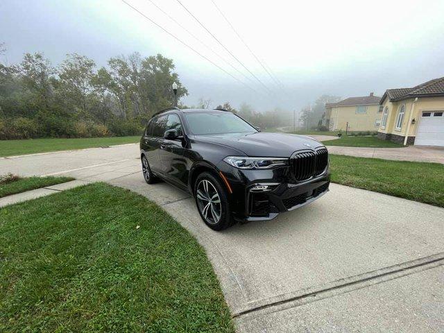 Review sơ sơ BMW X7 dành tặng vợ, Tyler Ngo chia sẻ: 'Lái như siêu xe, tuy cũ nhưng độc nhất vô nhị' - Ảnh 4.