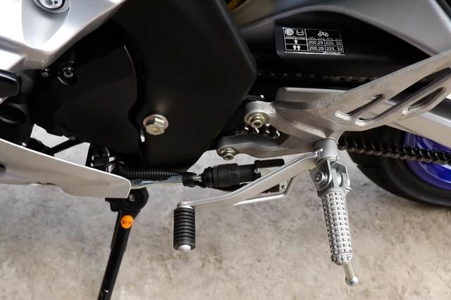 Ảnh thực tế Yamaha YZF-R15 2021 vừa về đại lý: Bề thế như phân khối lớn, hiện đại hơn hẳn Honda CBR150R - Ảnh 6.