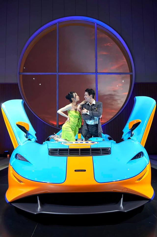 Minh Nhựa tham gia sự kiện kín trưng bày McLaren Elva tại Sài Gòn, tiện kỷ niệm 9 năm ngày cưới bằng đồng hồ tiền tỷ Richard Mille - Ảnh 1.