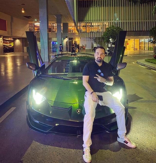 Ong trum chuoi nha thuoc lon nhat Viet Nam sam Lamborghini Aventador SVJ dac biet co so thich dua xe