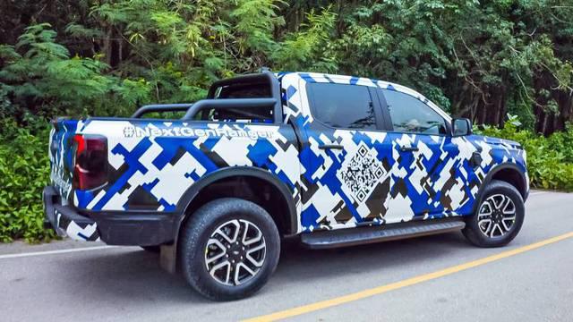 Ford Ranger 2022 lộ diện rõ nét trên đường phố: Như F-150 thu nhỏ, động cơ đồn đoán mạnh nhất phân khúc, sẽ sớm ra mắt tại Việt Nam - Ảnh 4.