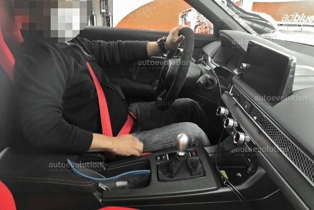 Phanh tay bên trong Honda Civic Type R 2022 gây tranh cãi: Hiện đại với người này nhưng bất tiện với người khác - Ảnh 2.