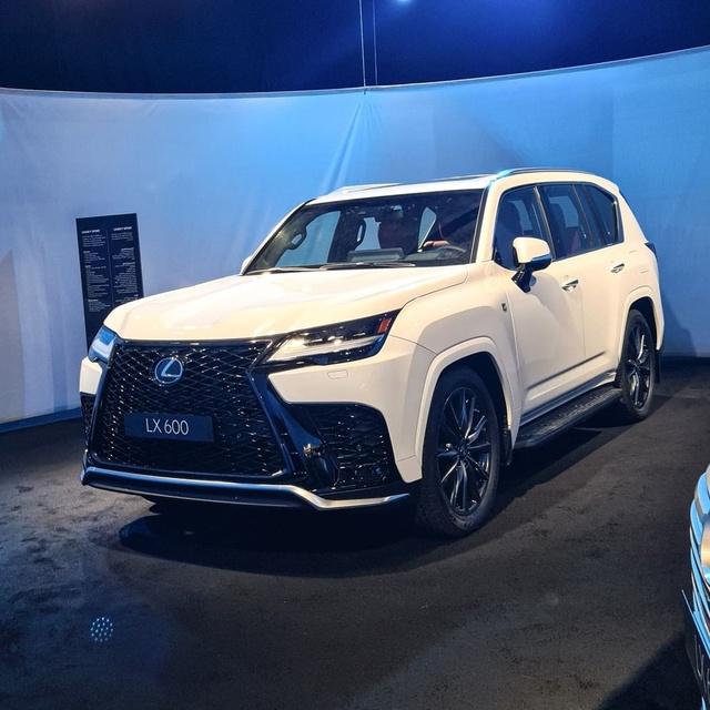 Ảnh thực tế đầu tiên của Lexus LX 600 2022: Đẹp và hầm hố hơn quảng cáo, sẽ về nước phục vụ đại gia Việt - Ảnh 9.