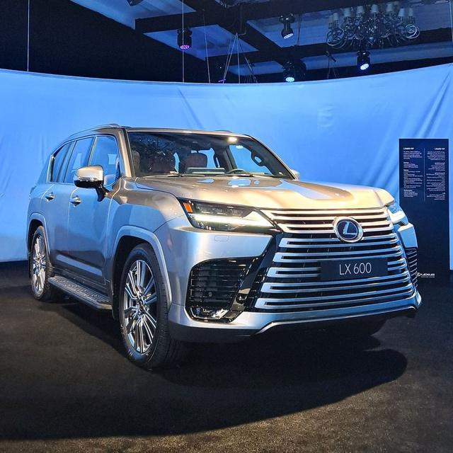 Ảnh thực tế đầu tiên của Lexus LX 600 2022: Đẹp và hầm hố hơn quảng cáo, sẽ về nước phục vụ đại gia Việt - Ảnh 1.