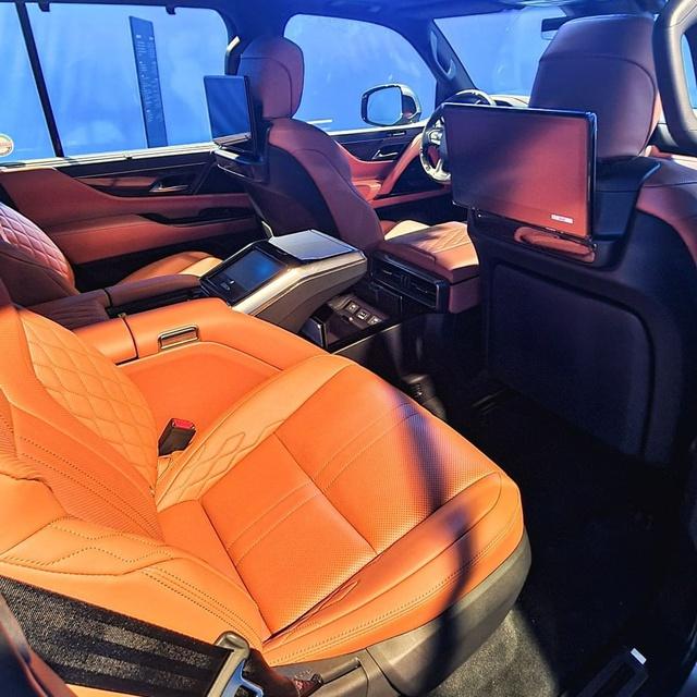 Ảnh thực tế đầu tiên của Lexus LX 600 2022: Đẹp và hầm hố hơn quảng cáo, sẽ về nước phục vụ đại gia Việt - Ảnh 8.