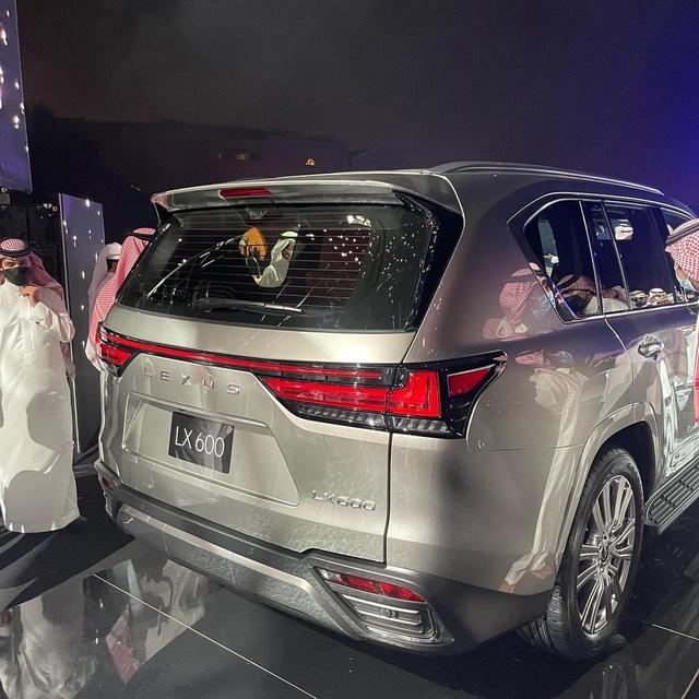Ảnh thực tế đầu tiên của Lexus LX 600 2022: Đẹp và hầm hố hơn quảng cáo, sẽ về nước phục vụ đại gia Việt - Ảnh 6.