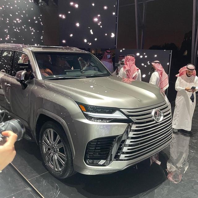 Ảnh thực tế đầu tiên của Lexus LX 600 2022: Đẹp và hầm hố hơn quảng cáo, sẽ về nước phục vụ đại gia Việt - Ảnh 3.