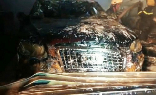 Cháy garage ô tô, 3 xe sang gồm Range Rover và Audi bị nướng chín - Ảnh 3.