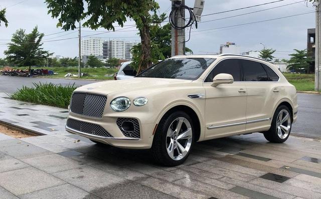 Lễ bàn giao Bentley Bentayga độc nhất Việt Nam: Đổi xe siêu sang lấy đúng 2 cây lan, giá trị hàng chục tỷ đồng - Ảnh 5.