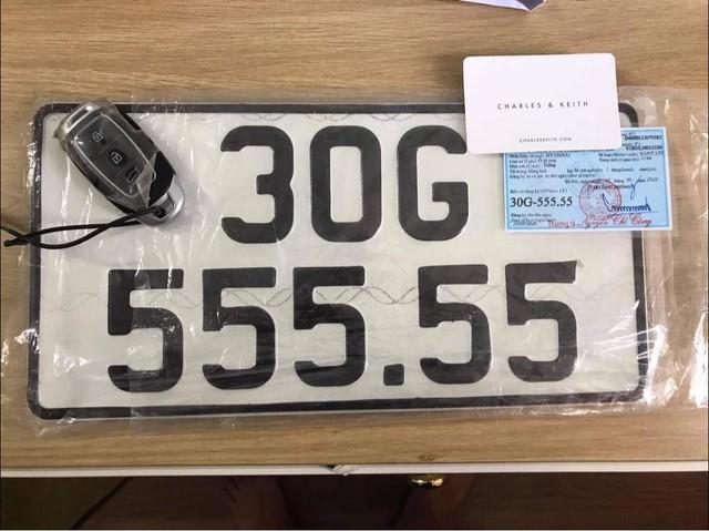 Hội Hyundai Santa Fe biển đẹp lại bán xe giá 2,7 tỷ: Biển '555.55', xe chưa từng lăn bánh và bóc ni-lon - Ảnh 4.