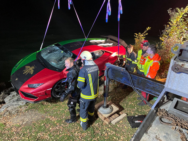 Đạp nhầm chân ga, tài xế phóng chiếc Lamborghini Huracan xuống hồ