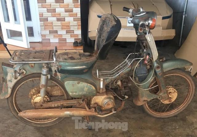 Phục chế Honda Super Cub thành mô tô kiểu dáng Chopper bụi bặm - Ảnh 1.