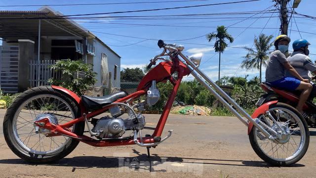 Phục chế Honda Super Cub thành mô tô kiểu dáng Chopper bụi bặm - Ảnh 7.