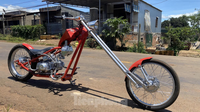 Phục chế Honda Super Cub thành mô tô kiểu dáng Chopper bụi bặm - Ảnh 2.