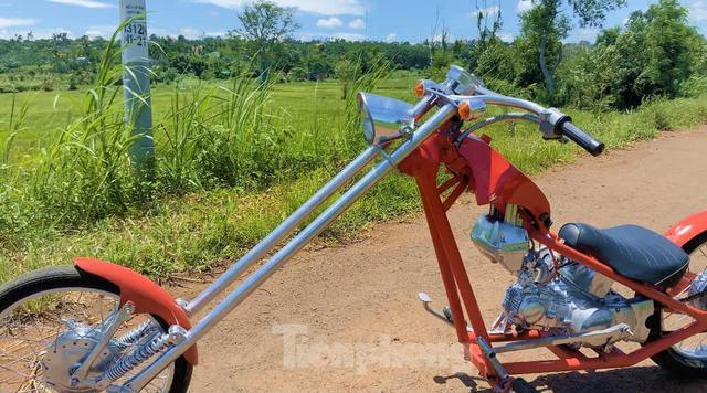 Phục chế Honda Super Cub thành mô tô kiểu dáng Chopper bụi bặm - Ảnh 6.