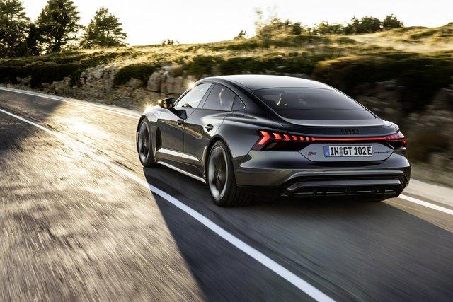 Audi E-Tron GT chính thức ra mắt, chờ ngày về nước đấu Porsche Taycan - Ảnh 2.