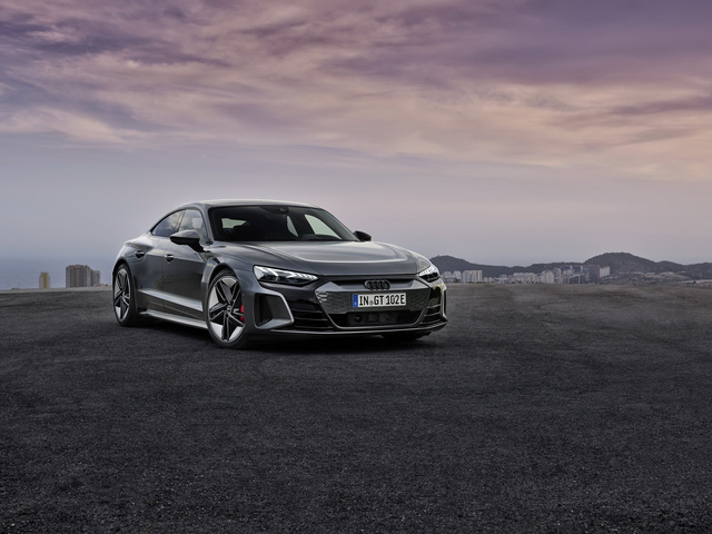 Audi E-Tron GT chính thức ra mắt, chờ ngày về nước đấu Porsche Taycan - Ảnh 1.