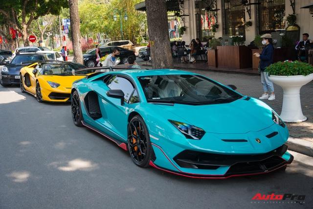 Dàn siêu xe khủng xuống phố Hà Nội đón Tết: McLaren 650S Spider màu dị của Dương Kon và cặp đôi Lamborghini Aventador SVJ gây chú ý - Ảnh 1.