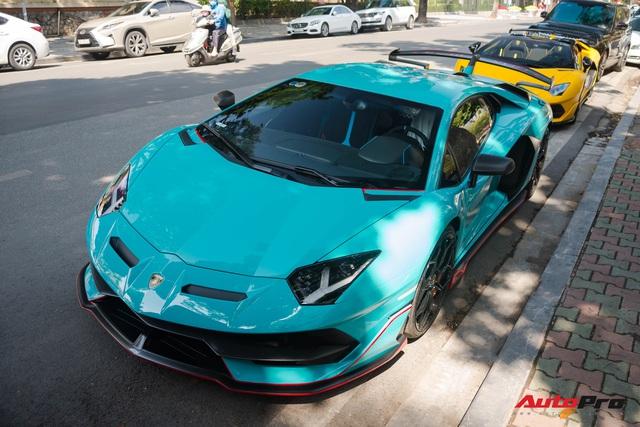 Dàn siêu xe khủng xuống phố Hà Nội đón Tết: McLaren 650S Spider màu dị của Dương Kon và cặp đôi Lamborghini Aventador SVJ gây chú ý - Ảnh 2.
