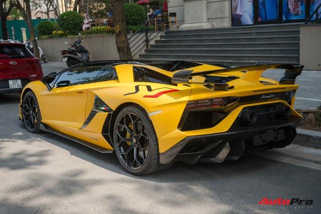 Dàn siêu xe khủng xuống phố Hà Nội đón Tết: McLaren 650S Spider màu dị của Dương Kon và cặp đôi Lamborghini Aventador SVJ gây chú ý - Ảnh 7.