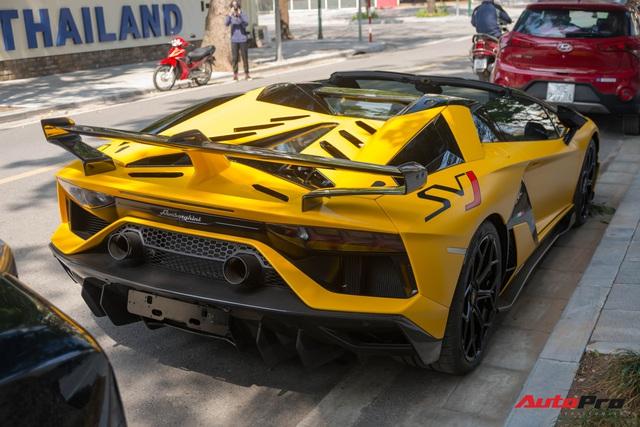 Dàn siêu xe khủng xuống phố Hà Nội đón Tết: McLaren 650S Spider màu dị của Dương Kon và cặp đôi Lamborghini Aventador SVJ gây chú ý - Ảnh 9.