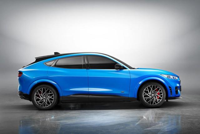 Đại lý hét giá Mustang SUV cao gấp rưỡi con số khởi điểm hãng đề ra, khách hàng Ford than trời - Ảnh 1.