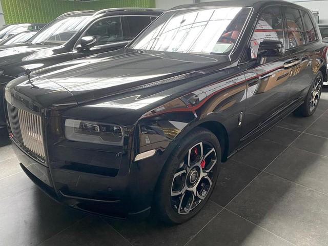 Rộ tin Rolls-Royce Cullinan Black Badge thứ 2 đang trên đường về Việt Nam, giá hơn 40 tỷ đồng - Ảnh 1.
