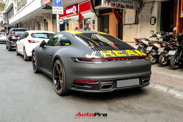 Vợ chồng ái nữ nhà Minh nhựa du xuân trên Porsche 911 Carrera trị giá hơn 7 tỷ đồng - Ảnh 2.
